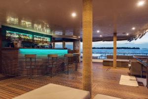47-lagoon-bar-main-deck